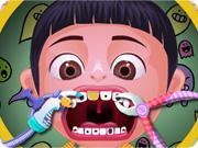اسنان الطفلة الصغيرة